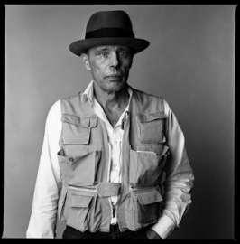 Portrait von Joseph Beuys (1921-1986), Paris, 1985