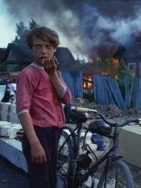 Axel Schön, Ohne Titel, aus der Serie: Feuer, Novgorod 1993