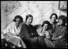 Charlotte Billwiller, Mathilde Flögl, Susi Singer, Marianne Leisching und Maria Likarz, Fotografie, 1924