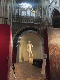 Ausstellungsansicht: Die grossen Meister in der Votivkirche