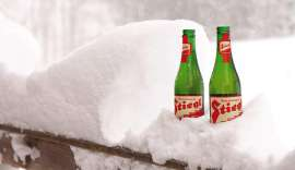 2 Flaschen Stiegl im Schnee
