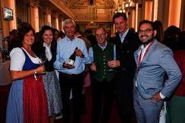 Freude über den gelungenen Startschuss einer neuen Verkostungsreihe der großen Steirischen Riedenweine. (v.l.n.r.):  Jutta Bischof (Steiermärkische Sparkasse), Claudia Genner-Schauer (Marketing Wein Steiermark), Gastwinzer Michel Laroche, Weinbaupräs