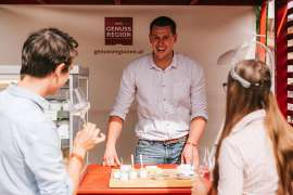 Food-Pairing zu Sekt mit Pasteten, Wildspezialitäten, regionalen Garnelen oder Käse, dazu laden ausgewählte AMA Genuss Region-Betriebe auf der Sektgala 2021 ein.