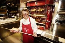 Harald Brunner vor der Rotisserie im Das Spittelberg