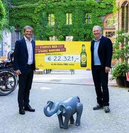 Matthias Ortner, Geschäftsführer der Ottakringer Brauerei (links im Bild) und Vincent Abbrederis, Geschäftsleiter des WUK