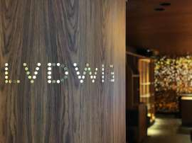 Blick in die Bar Lvdwig, im Vordergrund links der Namens-Schriftzug