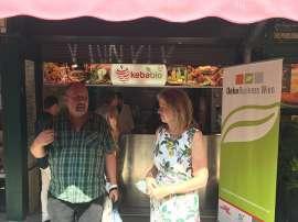 Einleitende Worte beim Pressetermin vor dem kebabio-Stand