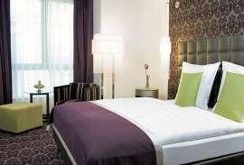 Ein flott designetes Zimmer im Steigenberger Hotel Herrenhof