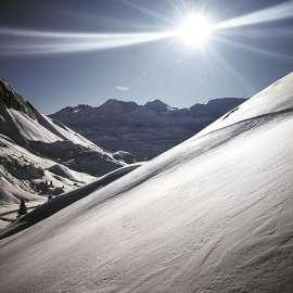 Herrliches Bergpanorama bei strahlendem Sonnenschein