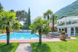 Traumhafter Urlaub unter Palmen, Blick auf den Aussenpool und das Appartmenthaus
