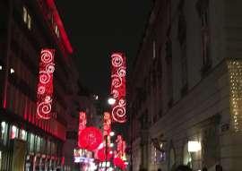 Die rote Weihnachtsbeleuchtung in der Rothenturmstrasse
