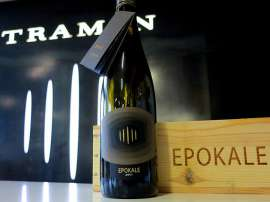 """Epokale: Nach 100 Parker-Punkten für den ersten Jahrgang, steht nun der Ausnahme-Gewürztraminer aus dem Jahr 2011 im Fokus der internationalen Weinwelt. Wie ist er ausgefallen? Experten sagen: """"Leicht, unglaublich präzise und sehr harmonisch dreht er"""
