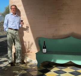 Andrea Franchetti mit einer Flasche Passopisciaro 20 anni