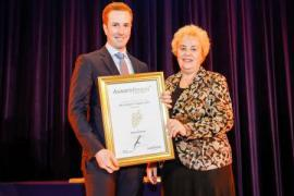 "Preisträger in der Kategorie ""Newcomer"" Michael Kirchknopf mit Agrar-Landesrätin Verena Dunst"