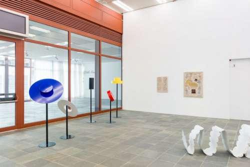 """Ausstellungsansicht """"Über das Neue. Junge Szenen in Wien""""; Werke von Sasha Auerbakh"""