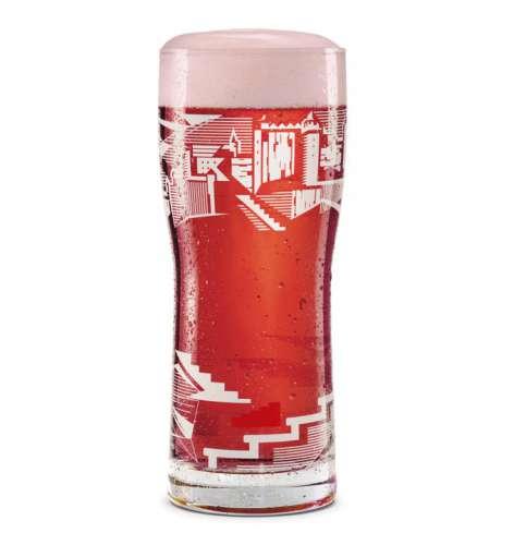 Ein gut eingeschenktes Glas mit rosa Schaumkrone