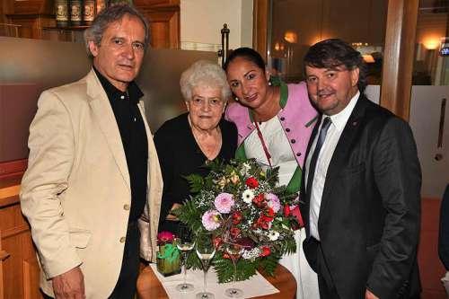 DI Herbert Paierl, Erna Paierl sen. mit Blumenstrauss, Linda Paierl und Erwin Paierl