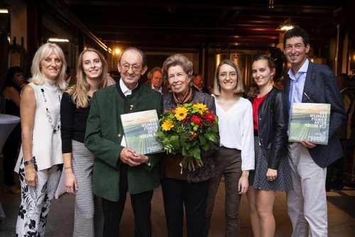Drei Generationen Familie Kollwentz (v.l.): Heidi, Christina, Anton, Margarete, Eva Maria, Barbara und Andi.