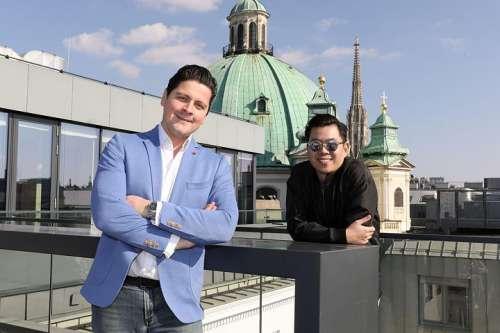 Eventmanager Paul Rittenauer und DOTS-Gründer Martin Ho auf der Dachterrasse des Petersplatz 7
