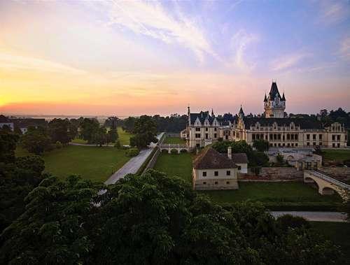 Schloss Grafenegg in der Morgendämmerung, Luftaufnahme