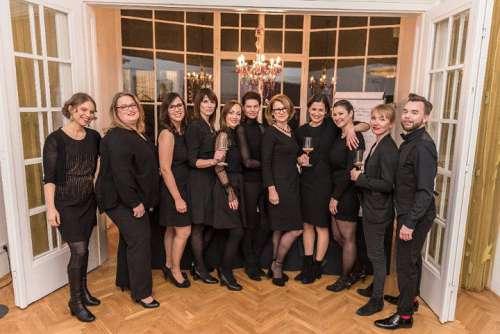 Powerteam: Andrea Schultes, Doris Dallinger, Anna Hochdörffer, Brigitte Riener, Bettina Bäck, Andrea May, Dorli Muhr, Ute Watzlawick, Julia Ernst, Caroline Derler, Marcus Krall