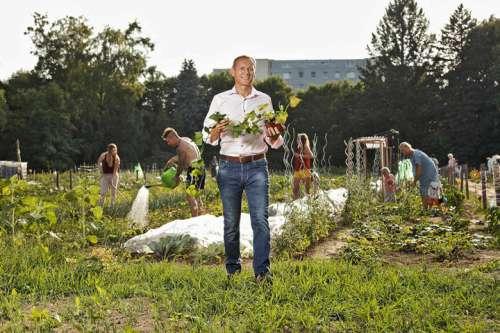 Biopionier der ersten Stunde Christian Stadler in einem der Gärten