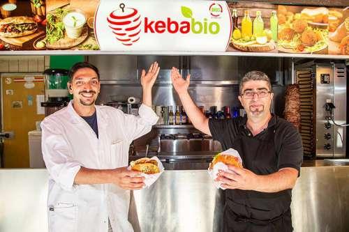 Mehmet Aras Özer und Murat Oguz, Betreiber des Kebab-Standes und der benachbarten Fleischerei