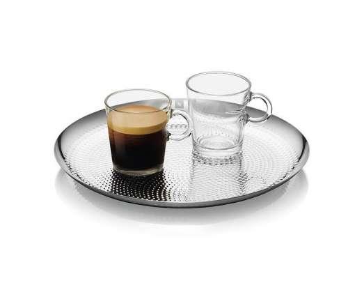 Nespresso Serviertablett mit einer leeren und einer vollen View Lungo Tasse