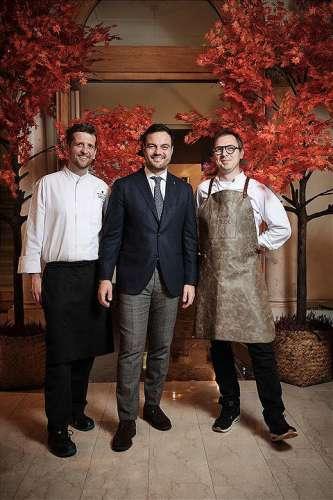 vl.n.r. Dstrikt Chefkoch Stephan Zuber, Christian Zandonella (General Manager, The Ritz-Cartlton Vienna) und Gastkoch Max Stiegl (Gut Purbach)