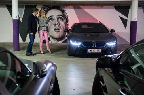 Ein Sportwagen in der Garage des Hotel Winzer