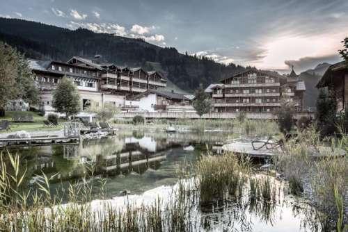 Designhotel im Salzburger Land mit Naturteich