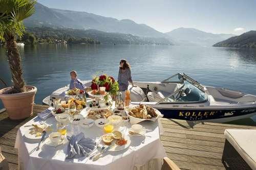 Frühstück genießen bei tollem Seeblick