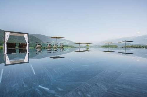 Infinity Pool mit atemberaubenden Ausblick