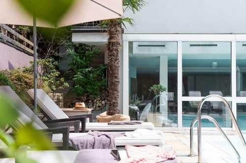 Relaxen am Poolbereich