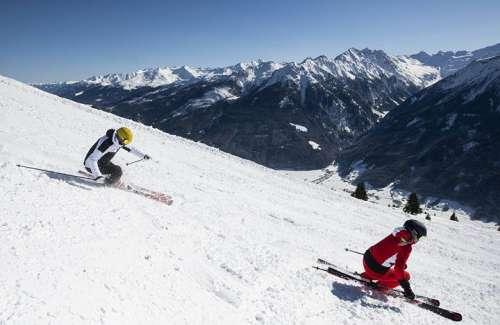 Skifahren mit Aussicht auf die 3000er des Nationalparks Hohe Tauern