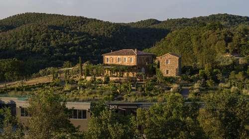 Blick auf das Weingut tenuta Luce in den Hügeln des Montalcino