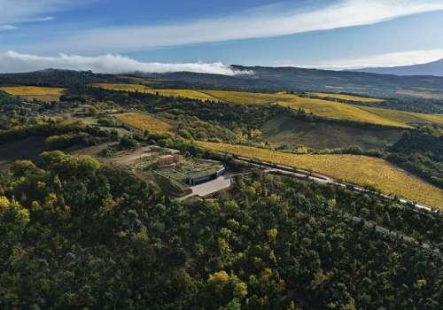 Panoramabild aus der Luft von Montalcino, in der Mitte Tenuta Luce